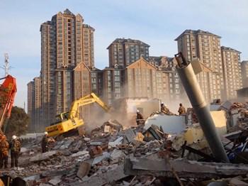 宅基地上盖了二层楼,建设规划许可证却因相邻关系处理不当未被审批
