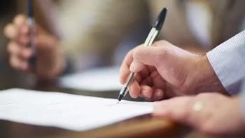 不是本人签订的安置拆迁补偿协议,房屋所有权人可以要求撤销吗?