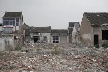违法拆迁房屋后未经同意就将拆迁补偿款打入村民卡里,称拆迁是在补偿完成后实施的