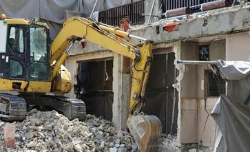 房屋被违法拆迁后,征收方称房屋是因洪水淹没后倒塌