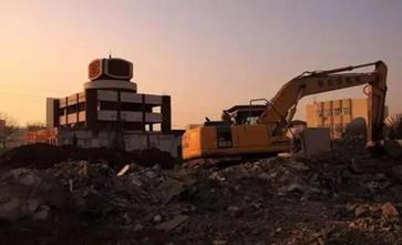 征收方与企业签订协议将房屋所在土地收回,致使公房与自建房一并被拆除