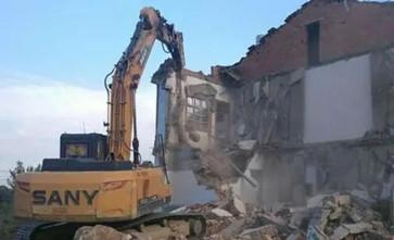 对协商不成拒不签订拆迁补偿协议的拆迁户以房屋占用河道为由予以违法拆除
