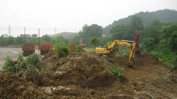 承包地上农作物被县政府全部清除却一直闲置,村民可否要求县政府赔偿其损失?