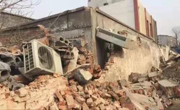 非法控制宾馆工作人员,经营多年的宾馆被强行拆除