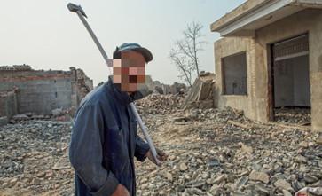 六旬老人唯一住宅被强制拆除,安置房屋又被转卖