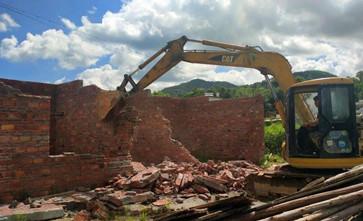农民直接在自家耕地建房违法吗,如果违法,以前建房子会被拆除吗?