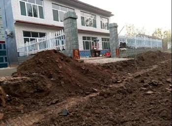 """""""被逼上楼""""的农民:老房强拆,新房未建,窝棚里等明天"""